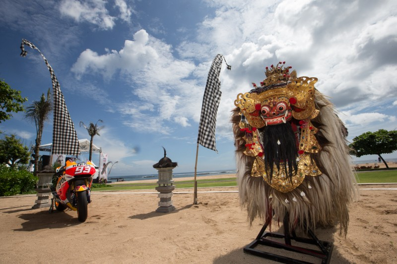Marquez and Pedrosa unveil new 2015 livery in Bali