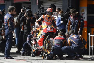 Marc Marquez tyres change