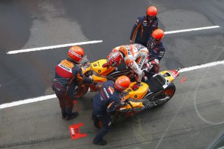 Marc Marquez flag to flag bike change