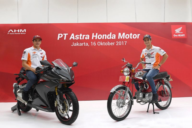 Marquez and Pedrosa visit Astra Honda Factory and give their support to Cari_Aman Safety Riding ...