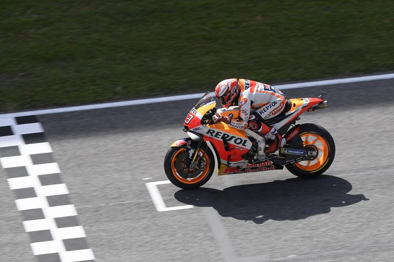 Marquez crashes while in Italian GP podium battle, Pedrosa out on first lap
