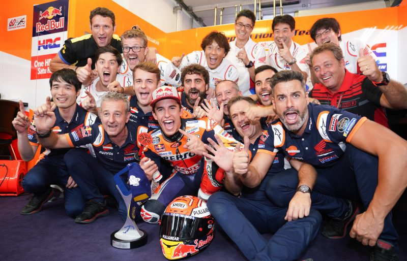 Last lap brilliance in Misano moves Marquez ahead of Hailwood with 77 victories