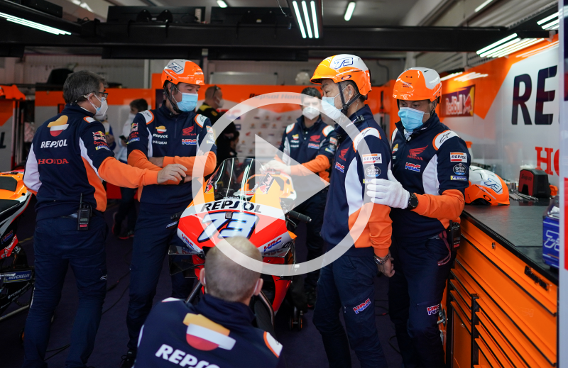 Smiles and thanks from the Repsol Honda Team